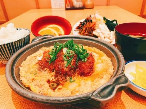 広島産牡蠣とじ定食(1,022円+税)